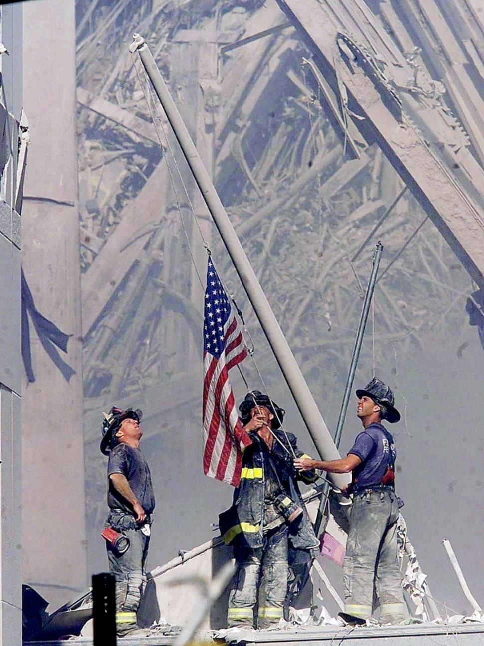 11-septembrie-2001-instalarea-flagului-american