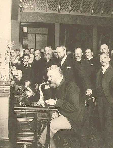 Alexander-Graham-Bell-vorbeste-la-telefon-new-york-chicago