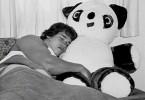 Arnold-Schwarzenegger-cuprins-cu-panda-anii-1960