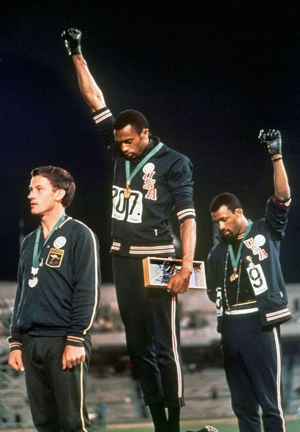 Tommie-Smith-si-John-Carlos-jocuri-olimpice-mexic-1968