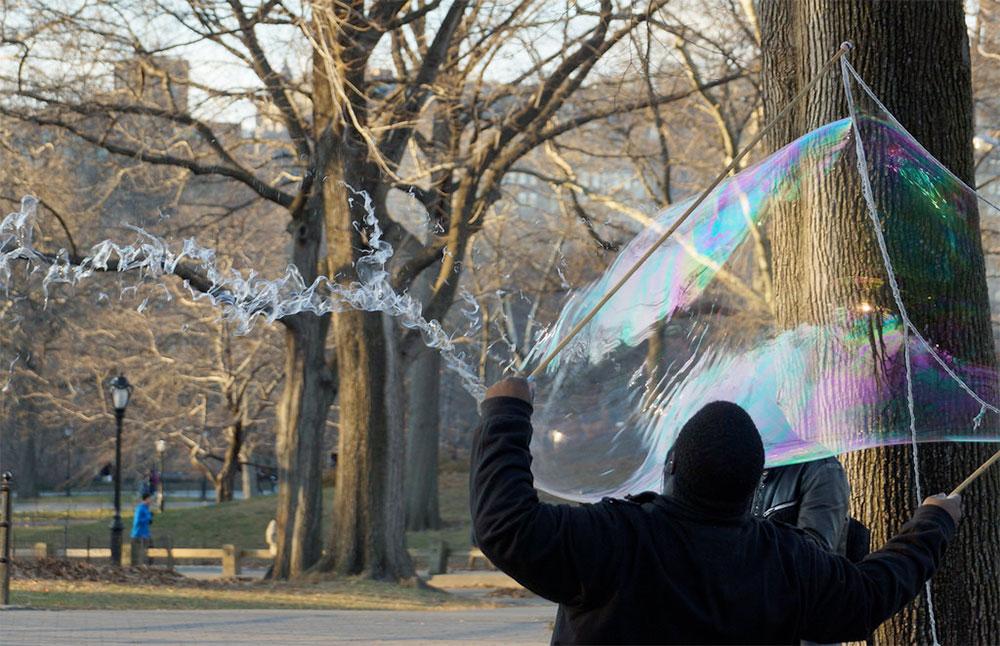 explozia-balonului-de-sapun