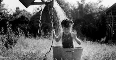 fetita-face-dus-de-vara-1949
