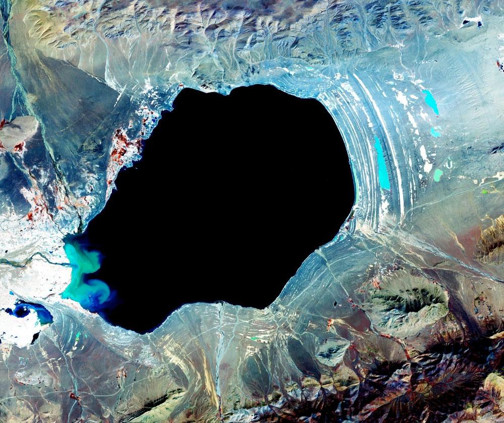 fotografie-satelit-lac-de-munte-tibet