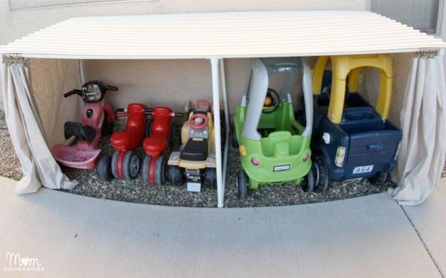 garaj-improvizat-pentru-jucarii