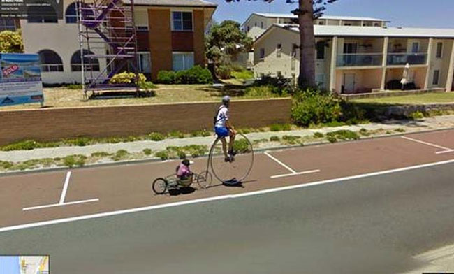 google-earth-maimuta-pe-bicicleta
