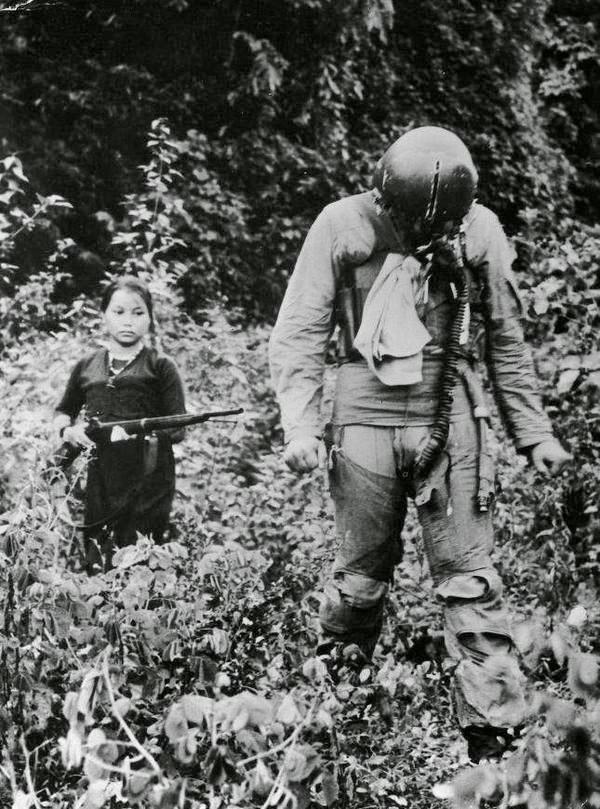 locotenent-sua-in-captivitate-fetita-vietnameza-1967