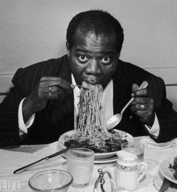 louis-armstrong-mananca-spaghete