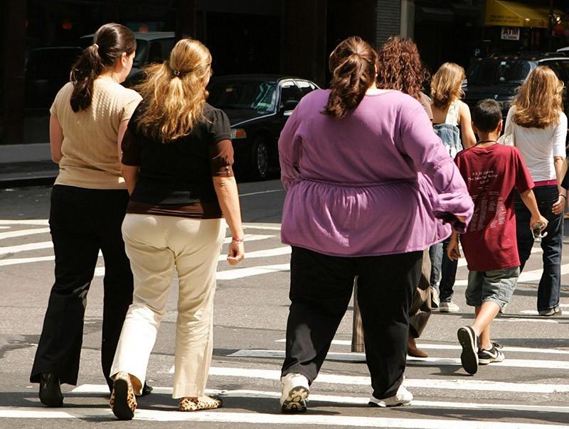 oameni-obezi-trec-drumul