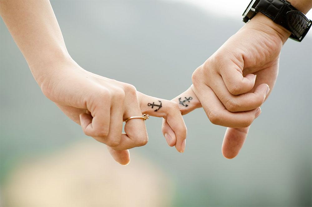 pereche-degete-simbol-maritim