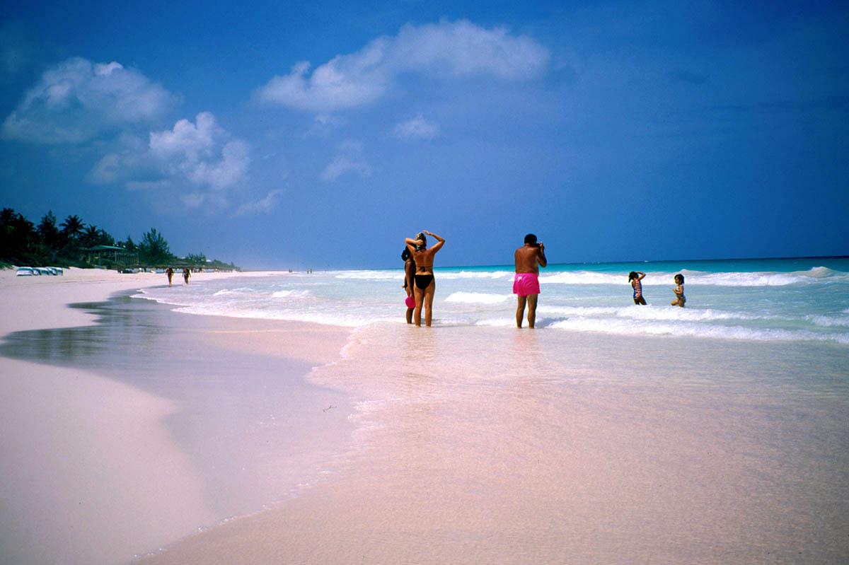 pink-beach-bahamas-04