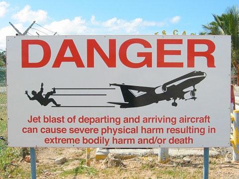 plaja-maho-beach-pericol-avion