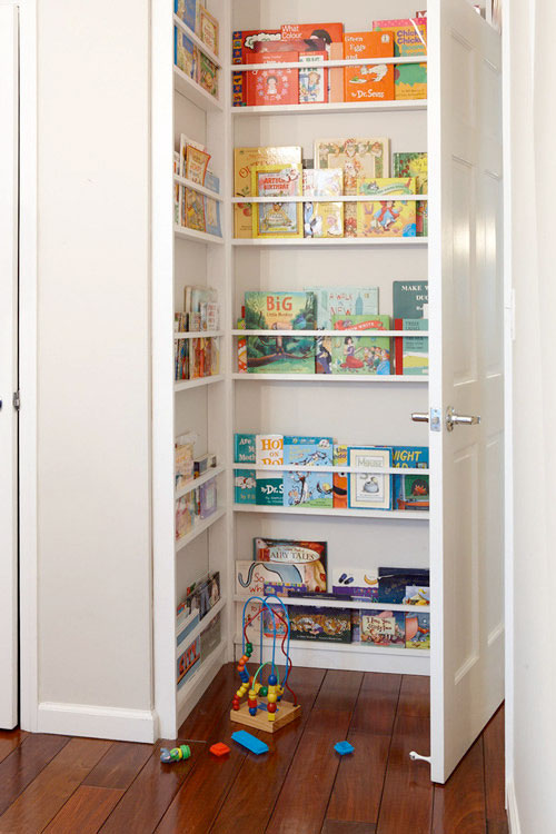 polite-pentru-carti-ascunse-dupa-usa