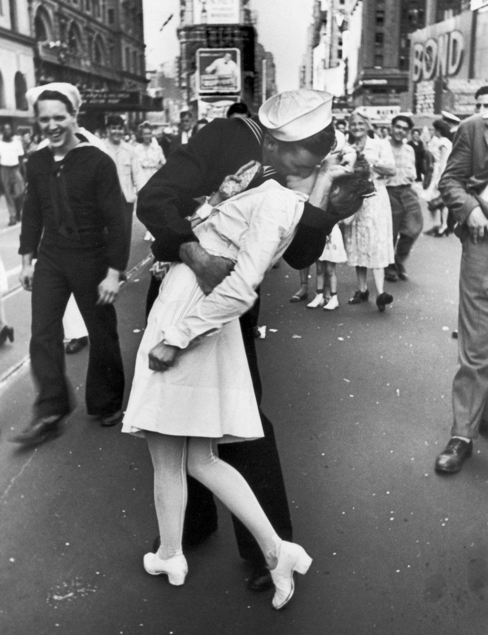 sarbatorirea-zilei-victoriei-asupra-Japoniei-in-Times-Square
