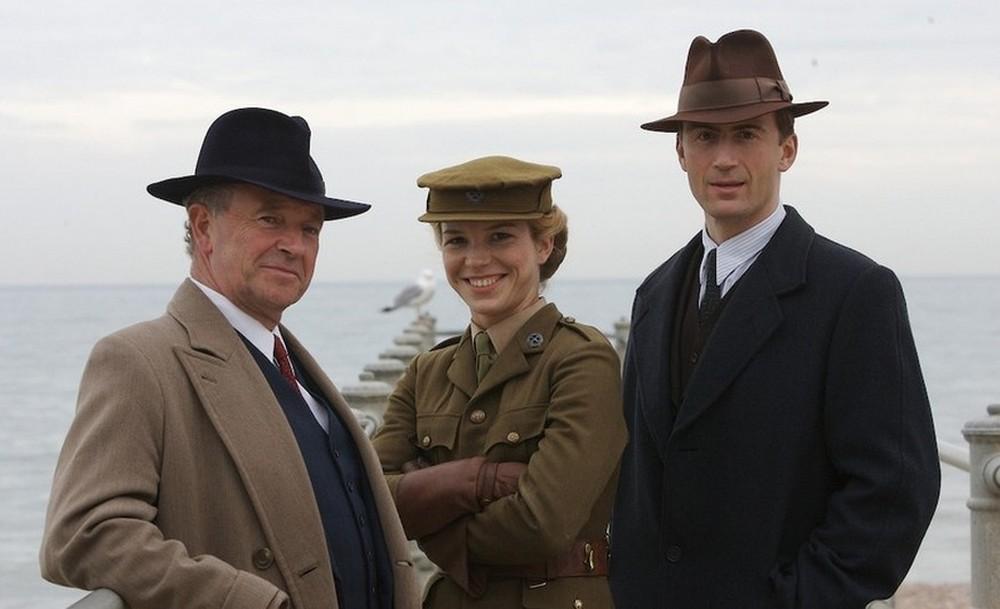 serialul-foyles-war-poster