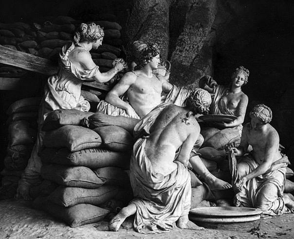 statui-din-palatul-versailles-1940