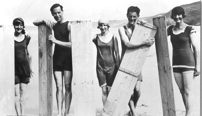surferi-placi-surfing-1922