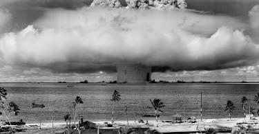 tstarea-bombei-nucleare-atolul-bikini-1964
